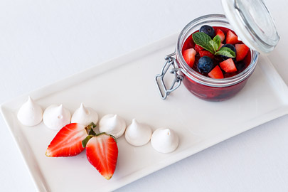 Jelly with fresh berries and meringue