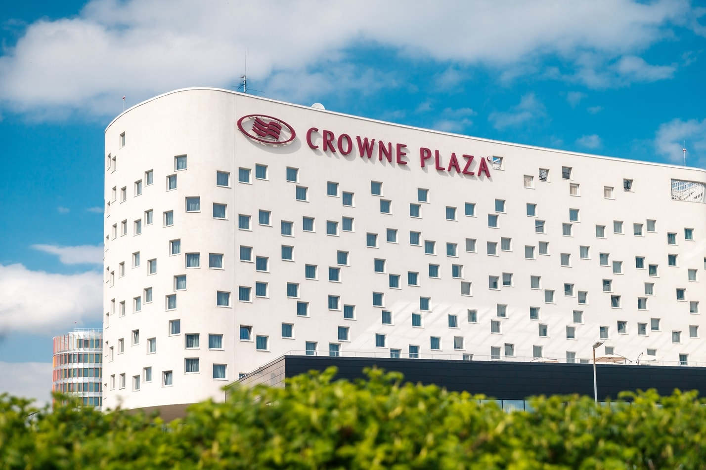 вид отеля Crowne Plaza St.Petersburg Airport